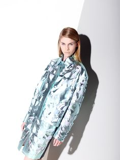 #metallic #blue #coat #cut #out Hologram, Holographic, Metallic Blue, Laser Cutting, Raincoat, Stylists, About Me Blog, Spring Summer, Pearl
