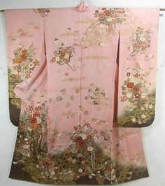 This is a Furisode with elegant flower cart pattern, which is dyed.  'botan'(peony) and 'Tsubaki'(Camellia) are gorgeous designed