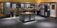 aménagement garage moderne avec meubles de rangement métalliques et revêtement de sol gris foncé