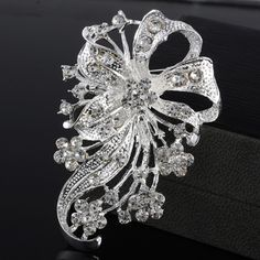 Exquisite Fashion Silver Flower Rhinestone Brooch