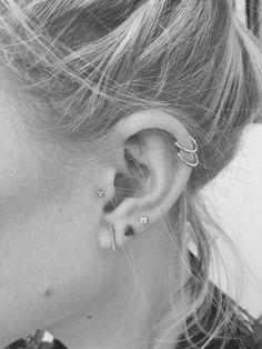 25 Super Ideas For Piercing Ear Tragus Double Helix Tragus Piercings, Piercing Face, Ear Peircings, Cute Ear Piercings, Cartilage Earrings, Piercing Tattoo, Stud Earrings, Statement Earrings, Ear Piercings Cartilage