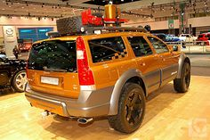 Volvo XC70 expedition style