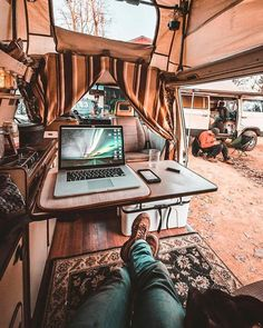 Would you be able to work on the road in a campervan conversion like this?? I totally would! Awesome blog with a DIY van build guide that goes over everything from making money on the road to storage and organization hacks. Layout and design ideas as well as hashtag inspiration to follow. Everything you need to know to start #vanlife Vw T3 Camper, T3 Vw, Kombi Motorhome, Camper Life, Volkswagen Westfalia, Van Life, Safari Condo, Do It Yourself Camper, Vw Camping