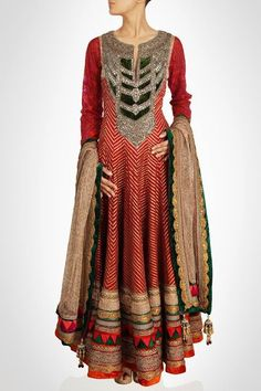This anarkali suit is on chanderi silk in red color embellished with full of gotta work on it. Sleeves of this anarkali suit is in red color having thread work on it. Neck of this suit is embellished