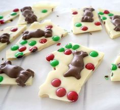 White Chocolate and Malteser Christmas Bark - Create Bake Make Christmas Treats To Make, Christmas Bark, Best Christmas Recipes, Christmas Punch, Holiday Snacks, Christmas Ideas, Christmas Chocolate, Merry Christmas, Chocolate Bark