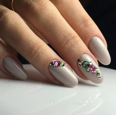 Adding some glitter nail art designs to your repertoire can glam up your style within a few hours. Check our fav Glitter Nail Art Designs and get inspired! Swarovski Nails, Crystal Nails, Rhinestone Nails, Hair And Nails, My Nails, Long White Nails, Chic Nail Art, Thin Nails, Short Nails