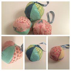 Babyballer med bjelle og vattfyll.  *agagabri