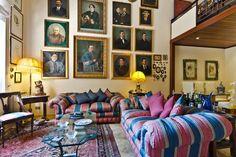 Entire home/apt in Taormina, IT. Fantastico appartamento in pieno centro a taormina composto da entrata del 1200 portale antico, soggiorno,soppalco con camera da letto 2 posti,cucina,1 bagno, stanza patronale. l'appartamento si trova in vico paladini, 8 scalini circa da corso Umb...