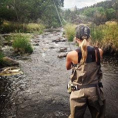 Always bring your fly tying kit trout fishing in case you need to match the hatch. Bring a blonde for tying lighter patterns Fly Fishing Girls, Gone Fishing, Trout Fishing Tips, Fishing Lures, Fishing Pictures, Senior Pictures, Fishing Photography, Fishing Outfits, Plein Air