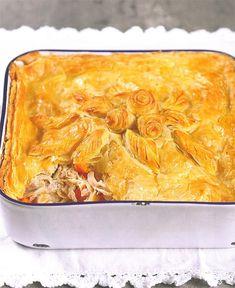 Daar is mos niks so lekker soos 'n geurige hoenderpastei nie! Chicke Recipes, Cooked Chicken Recipes, Cooking Recipes, Chicken Meals, Meat Recipes, Kos, South African Recipes, Africa Recipes, Puff Pastry Recipes
