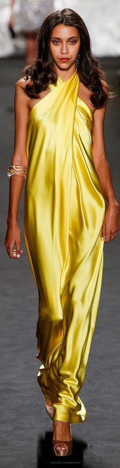 < Naeem Khan Spring 2015 Ready-to-Wear - I seriously wish I had the colouring to wear this stunning shade ♥♡♥♡