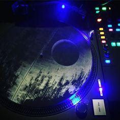The Death Star slipmats tho >  #starwars #deathstar #slipmats #dowork #DJ #realdjshit #realdjing #djlife #turntables #turntablism #turntablist #technics #technic1200s #technicsonly #shure #447 #serato #scvcg #rane #rane62 #ranedj #inthemix #classic #hiphop #music #potd by therealbillblast http://ift.tt/1HNGVsC