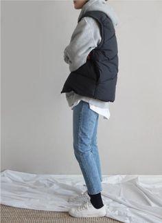 Death by elocution //color palette. White shirt,grey hoodie, blue jeans +black Death by elocution // Look Fashion, Fashion Pants, Urban Fashion, New Fashion, Winter Fashion, Fashion Outfits, Womens Fashion, Fashion Ideas, Jackets Fashion