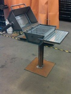 Description: THE shop BBQ made and designed for burger burn fridays. Equpied with coal dump door, turn style air vent plexy glass/ diamond plate tray, hexagon style pit, and half in. plate base, good for burgers a few stakes or a couple racks of ribs. Welding Jobs, Welding Art, Metal Projects, Welding Projects, Welding Ideas, Diy Projects, Project Ideas, Shielded Metal Arc Welding, Expanded Metal