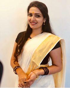 Beautiful Kerala Girls in Traditional Set Saree! Beautiful Girl Indian, Most Beautiful Indian Actress, Beautiful Saree, Cute Beauty, Beauty Full Girl, Beauty Women, Beauty Girls, Beautiful Bollywood Actress, Beautiful Actresses