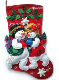 Bota de Natal em Feltro!  A sua decoração de Natal nunca mais será a mesma!!    Toda bordada à mão com paetês e miçangas, alto relevo, cheia de detalhes, super linda para pendurar!    Material utilizado: Feltro Santa Fé, linhas, paetês, miçangas, cola e enchimento acrílico.  Tamanho aprox. 20x40cm    Acompanha uma linda sacola para proteger e guardar a sua bota!  Frete Pac com AR GRÁTIS!! R$ 150,00