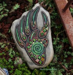 """Evidence of Bear"" Mosaic on Rock /Garden Stone by Chris Emmert, this is beautiful! Great inspiration for painting on a rock Mosaic Crafts, Mosaic Projects, Mosaic Art, Mosaic Glass, Glass Art, Mosaic Ideas, Stained Glass, Mosaic Mirrors, Glass Tiles"