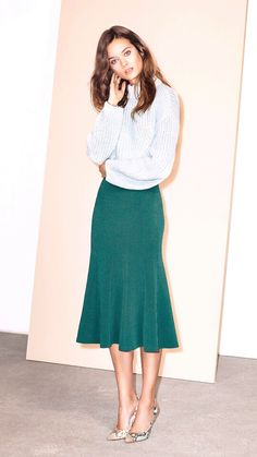 With endless versatility the midi skirt is a must for any women and a staple for a modest women. Modest Outfits, Modest Fashion, High Fashion, Fashion Beauty, Fashion Outfits, Fantasy Fashion, Brooklyn Girl, Mode Simple, Calf Length Skirts