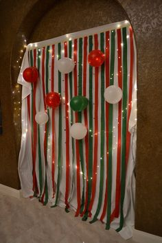 Easy DIY homemade Christmas party photobooth backdrop!
