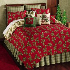 Settle down for a long winter's nap under the festive Holly Red Holiday Quilt Bedding. The handcrafted Holiday Bed Quilt has a cotton face and features red. Christmas Bedding, Christmas Home, Christmas Holidays, Christmas Decor, Quilt Bedding, Bedding Sets, Twin Quilt, Quilt Pillow, Red Bedding