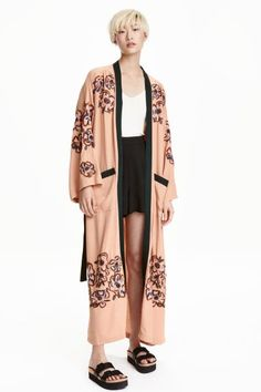 Beaded kimono: Kimono in a crinkled weave with beaded embroidery, dropped shoulders, wide 3/4-length sleeves, patch front pockets and a detachable tie belt at the waist.