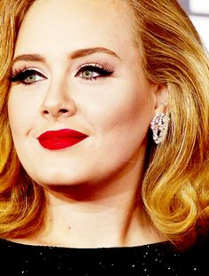 Adele at the Grammys - black cat eyeliner, contouring and matte red lip!  Beautiful!