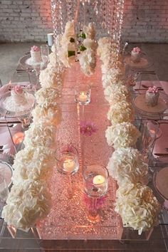So glam, so pink, so glittery! Perfect, for a fab wedding! |  Un decor glamour in nuante de roz. Perfect pentru o nunta fabuloasa!