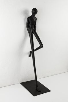 Alex Pinna, Waiting in Times Square, bronze and iron, 12x26x85, ed. 6+1