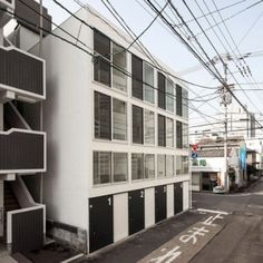 Be-Fun+Design+builds+a+row+of+four++super-skinny+houses+in+Japan
