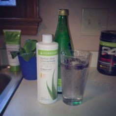 Ditch that soda and try this instead! Sparkling water (yay bubbles), Herbalife mango aloe, fresh blackberries slightly squished. No sugar, crisp, and tastes great. Herbalife Plan, Herbalife Shake Recipes, Herbalife Nutrition, Healthy Smoothies, Healthy Drinks, Smoothie Recipes, Healthy Snacks, Healthy Eating, Health