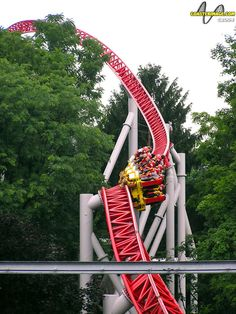 Storm Runner>Hershey Park-one of the best coasters on the east coast. Best Amusement Parks, Amusement Park Rides, Fair Rides, Hershey Park, Abandoned Theme Parks, Riders On The Storm, Cedar Point, Roller Coasters, Really Cool Stuff