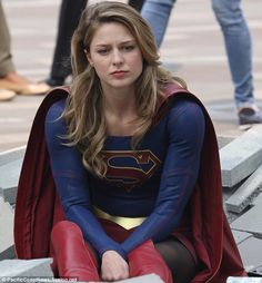 Melissa Benoist is all smiles returning to Supergirl set in Vancouver New hair: When donning her cap Melissa Marie Benoist, Flash E Supergirl, Melissa Supergirl, Supergirl Comic, Batwoman, Batgirl, Cress Williams, Mike Deodato, Black Canary