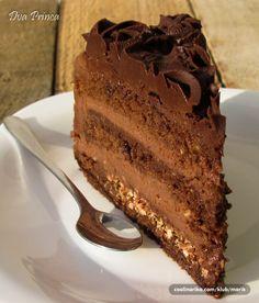 Ferrero... Torta   Obožavam Ferrero,to mi je jedina čokolada koja me ostavlja bez daha    Sastojci  Biskvit  5 kom jaja 100 gr čokolade 150 gr šećera 70