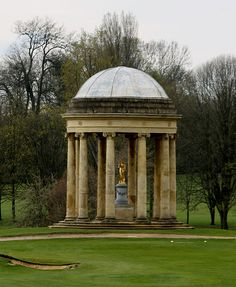 Rotunda Stowe Landscape Gardens built 1721 by Sir John Vanbrugh, Stowe, England. Statue of a gold leafed Venus under the rotunda.