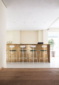 A kitchen that makes us want to transport to Italy asap. Check out that bar and tile design!