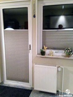 Sichtschutz Plissee an der Balkontür in der Küche