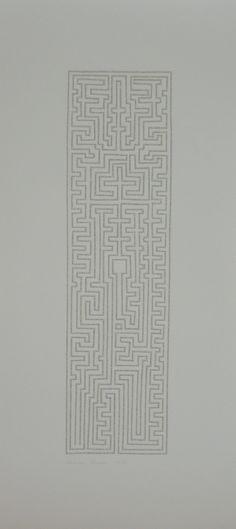 """Labirinto, Desenho de labirinto feito com tiras do livro """"As Mil e Uma Noites"""", 122 x 55 cm, 2012.Rosana Ricalde"""