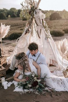 30 Free-Spirited Bohemian Wedding Ideas ❤ bohemian wedding ideas bohemian couple under the teepee a_stone.de #weddingforward #wedding #bride #bohemianwedding #bohemianweddingideas Tipi Wedding, Boho Wedding Decorations, Wedding Themes, Wedding Bouquets, Wedding Photos, Wedding Ideas, Bohemian Diy Wedding Decor, Wedding Bride, Wedding Centerpieces
