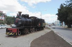 """""""La Trochita"""" da la bienvenida a los turistas en plazoleta de Esquel http://www.ambitosur.com.ar/la-trochita-da-la-bienvenida-a-los-turistas-en-plazoleta-de-esquel/ Fue colocada ayer, como propuesta de los propios empleados del tren cordillerano, dependiente de CORFO y que está próximo a cumplir 70 años de su primer arribo a Esquel.   Una locomotora del Viejo Expreso Patagónico """"La Trochita"""", dependiente de la Corporación de Fomento del Chubut (CORFO), fue coloca"""