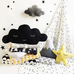 Brrrrrrr! Its cold out there - wrap up and stay warm in our range of snuggly monochrome wraps and blankets. Cuddle up with a sleepy cloud cushion or two...3 more sleeps till Christmas ❊💛✴︎🌛✭🌟❄︎💤 Everything here available online now 👍 . . #ThisModernLife #Blankets #Muslins #ModernNursery #ModernKidsDecor #KidsInspo #KidsroomInspo #NurseryDecor #NurseryInspo #ModernBaby #Star #Mountain #Cushion #Clouds