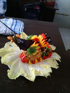 Vegetable carving center pieces // chiken