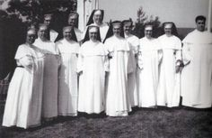 Dominican nuns.  OMG!  these are the nuns I had in grammar school!
