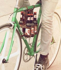 Bike beer holder 6 back bottles. Perfect for a picnic or to regularly reward on a long bike ride