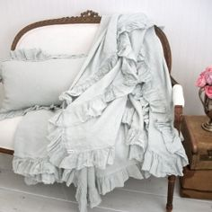 Vintage Ruffle Linen Throw