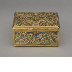 Snuff box  After Henry Adnet (+1745) Goldsmith, marks in style of Paris, France  1744 - 1745 Gold, abalone shell and hardstones