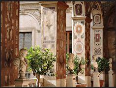 Palazzo Altemps,  Loggia Dipinta (meridionale), Galleria dei Dodici Cesari con busti di imperatori, Roma.