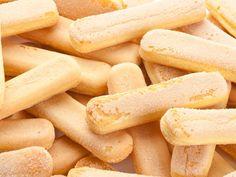 Σπιτικά σαβαγιάρ. Μια απλή και εύκολη συνταγή για σαβαγιάρσε περίπτωση που δεν μπορούμε ή δεν θέλουμε να αγοράσουμε τα έτοιμα σαβαγιάρ.  Υλικά συνταγής  Για 24-25 σαβαγιάρ 160 γρ. αλεύρι που φουσκώνει μόνο του 160 γρ. ζάχαρη 5 αβγά [χωριστά τα