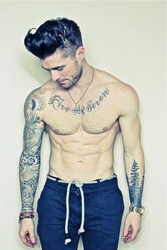 :O que tatuagens legais!!