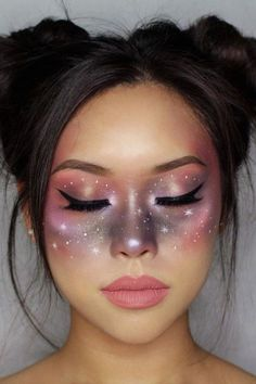 Looking for for ideas for your Halloween make-up? Browse around this website for cute Halloween makeup looks. Helloween Make Up, Cute Halloween Makeup, Halloween Halloween, Goddess Halloween, Halloween Eyeshadow, Sugar Skull Halloween, Halloween Costumes, Make Up Designs, Galaxy Makeup