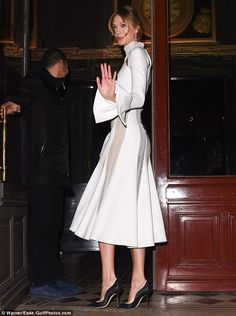 Monochrome: The Victoria's Secrets angel wore sophisticated black heels which elongated her pins even more
